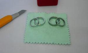 钨金戒指、白钨金戒指对比,刀刮不花